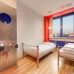 Отель Generator Berlin Prenzlauer Berg Номер с общей ванной комнатой с различными типами кроватей (общая ванная комната) фото 8