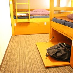 Отель K's House Tokyo Oasis Кровать в общем номере фото 16