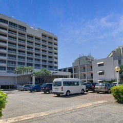 Acacia Court Hotel парковка