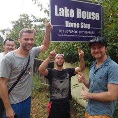 Отель Lake House Homestay городской автобус