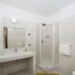Отель Pesce d'Oro Италия, Вербания - отзывы, цены и фото номеров - забронировать отель Pesce d'Oro онлайн ванная фото 2