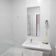 Отель Hostal Las Cumbres Испания, Кониль-де-ла-Фронтера - отзывы, цены и фото номеров - забронировать отель Hostal Las Cumbres онлайн ванная