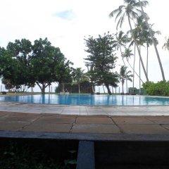 Отель Laya Beach бассейн