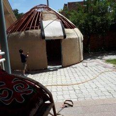 Отель Boorsok Hostel Bishkek Кыргызстан, Бишкек - отзывы, цены и фото номеров - забронировать отель Boorsok Hostel Bishkek онлайн парковка