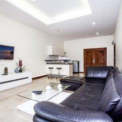 Апартаменты Pratumnak Hill Apartment 2 Bedroom Паттайя комната для гостей фото 2