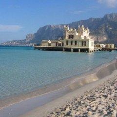 Отель A Due Passi Dal Mare Италия, Палермо - отзывы, цены и фото номеров - забронировать отель A Due Passi Dal Mare онлайн пляж