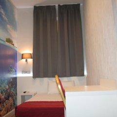 Отель Hostal Boqueria Стандартный номер с различными типами кроватей фото 5