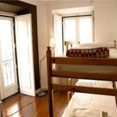 Отель Oasis Backpackers' Mansion Lisbon Кровать в общем номере
