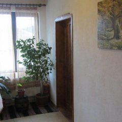 Отель Guest House Konakat Болгария, Чепеларе - отзывы, цены и фото номеров - забронировать отель Guest House Konakat онлайн интерьер отеля