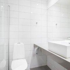 Отель Quality Hotel Winn Goteborg Швеция, Гётеборг - отзывы, цены и фото номеров - забронировать отель Quality Hotel Winn Goteborg онлайн ванная фото 2