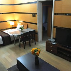 Апартаменты She & He Service Apartment - Huifeng комната для гостей фото 2
