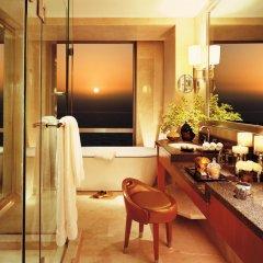 Four Seasons Hotel Mumbai 5* Улучшенный номер с различными типами кроватей фото 5