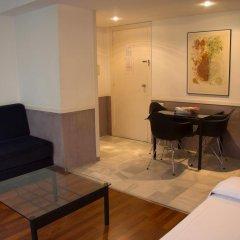Отель Apartamentos Descartes Барселона комната для гостей фото 2