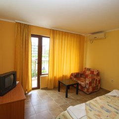 Семейный отель Друзья Солнечный берег комната для гостей фото 2
