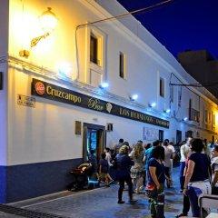 Отель Hostal La Fonda Испания, Кониль-де-ла-Фронтера - отзывы, цены и фото номеров - забронировать отель Hostal La Fonda онлайн городской автобус