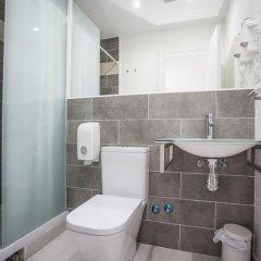 Отель Hostal CC Malasaña Улучшенный номер с различными типами кроватей фото 22
