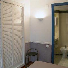 Отель Apartamentos Descartes Барселона ванная