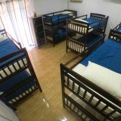 Alice Semporna Backpackers Hostel Кровать в мужском общем номере с двухъярусной кроватью фото 3