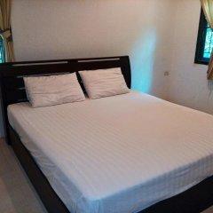 Отель Bangtao Local House Rental комната для гостей