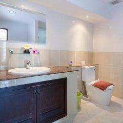 Апартаменты Emerald Palace - Serviced Apartment Паттайя ванная