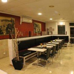 Отель Hostal Regina Испания, Бланес - отзывы, цены и фото номеров - забронировать отель Hostal Regina онлайн интерьер отеля