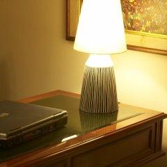Iris Hotel 2* Люкс с различными типами кроватей фото 4