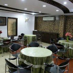 Отель Ananda Delhi Индия, Нью-Дели - отзывы, цены и фото номеров - забронировать отель Ananda Delhi онлайн питание фото 2