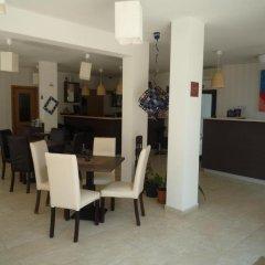 Апартаменты Sea View Apartment in New Line Village Свети Влас питание