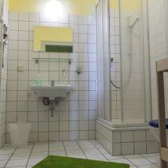 Отель Hostel Lollis Homestay Dresden Германия, Дрезден - 1 отзыв об отеле, цены и фото номеров - забронировать отель Hostel Lollis Homestay Dresden онлайн ванная фото 2