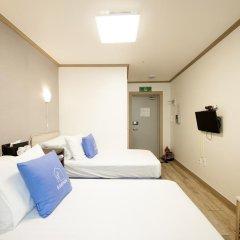 Отель K-guesthouse Sinchon 2 2* Номер Делюкс с 2 отдельными кроватями фото 4