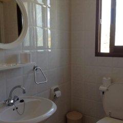 Апартаменты Rododafni Beach Apartments ванная
