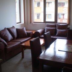 Апартаменты Marks' Apartment in Bansko комната для гостей