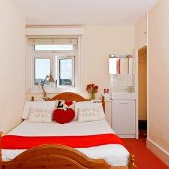 Отель Strawberry Fields 3* Стандартный номер с двуспальной кроватью (общая ванная комната)