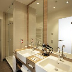 Отель Ramada Hotel Berlin-Alexanderplatz Германия, Берлин - 1 отзыв об отеле, цены и фото номеров - забронировать отель Ramada Hotel Berlin-Alexanderplatz онлайн ванная