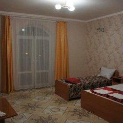 Гостиница 98 Kati Solovyanovoy Guest House в Анапе отзывы, цены и фото номеров - забронировать гостиницу 98 Kati Solovyanovoy Guest House онлайн Анапа комната для гостей фото 2