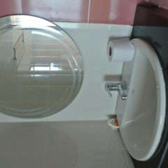 Отель Jomthong Guesthouse 2* Стандартный номер с двуспальной кроватью фото 5