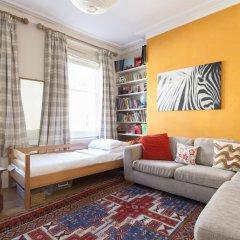 Отель onefinestay - Highbury private homes развлечения