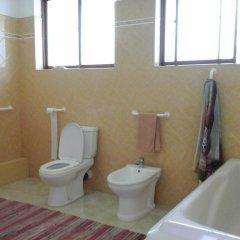 Отель Saaketha House Шри-Ланка, Пляж Golden Mile - отзывы, цены и фото номеров - забронировать отель Saaketha House онлайн ванная