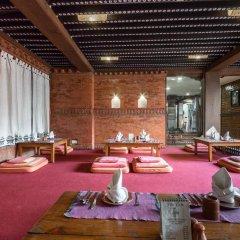 Отель Kantipur Temple House Непал, Катманду - 1 отзыв об отеле, цены и фото номеров - забронировать отель Kantipur Temple House онлайн фитнесс-зал фото 3