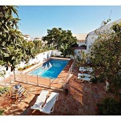 Отель Hostal La Posada Испания, Кониль-де-ла-Фронтера - отзывы, цены и фото номеров - забронировать отель Hostal La Posada онлайн бассейн фото 3