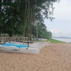 Отель Ravindra Beach Resort And Spa пляж фото 2