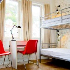 Отель Marken Guesthouse Кровать в мужском общем номере фото 4