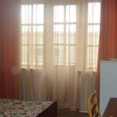 Гостиница База отдыха Искра в Анапе отзывы, цены и фото номеров - забронировать гостиницу База отдыха Искра онлайн Анапа комната для гостей фото 3