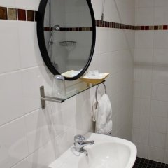 Hotel Des Pyrenees Париж ванная фото 3
