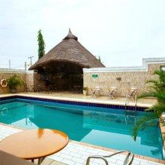 Отель Swiss International Mabisel Port Harcourt Нигерия, Порт-Харкорт - отзывы, цены и фото номеров - забронировать отель Swiss International Mabisel Port Harcourt онлайн бассейн фото 2