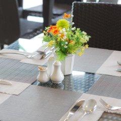 Отель Golden Tulip Essential Pattaya 4* Улучшенный номер с различными типами кроватей фото 32