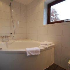 Отель Hostellerie Rozenhof Нидерланды, Неймеген - отзывы, цены и фото номеров - забронировать отель Hostellerie Rozenhof онлайн ванная