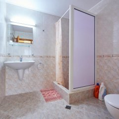 Отель Guest House Nadin Болгария, Поморие - отзывы, цены и фото номеров - забронировать отель Guest House Nadin онлайн ванная фото 2