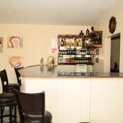 Отель Retreat Guest House Ямайка, Дискавери-Бей - отзывы, цены и фото номеров - забронировать отель Retreat Guest House онлайн гостиничный бар