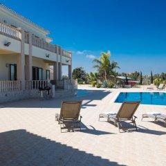 Отель Akefalou Sea View Villa Кипр, Протарас - отзывы, цены и фото номеров - забронировать отель Akefalou Sea View Villa онлайн бассейн фото 2